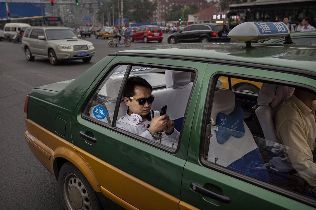 10月10日,中國交通部發布了兩份與專車有關的法例意見稿,對專車服務作出了諸多限制。攝:Kevin Frayer/GETTY