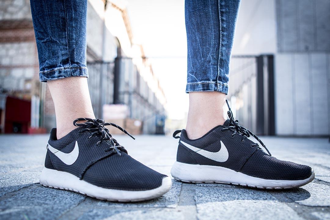 NIKEiD 是一條關於專屬定製的運動鞋生產缐,只要客人在網上左㩒右㩒,完成七八個步驟之後,一經確實丶付鈔,大約四星期後,你自己設計的 limited edition 便會乖乖送到指定地址。攝:Pablo Cuadra/Getty Images
