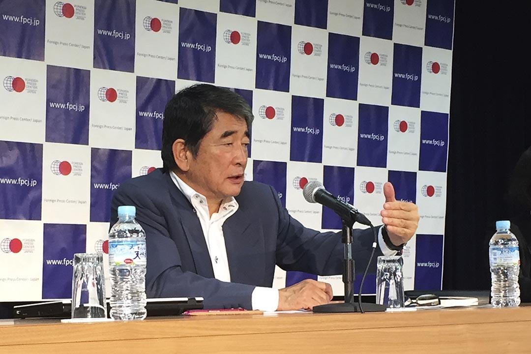 三菱綜合材料公司外部董事岡本行夫出席新聞發佈會表示願意向二戰中受奴役的中國勞工幸存者及遺屬道歉和達成和解。攝 : Ken Moritsugu/AP