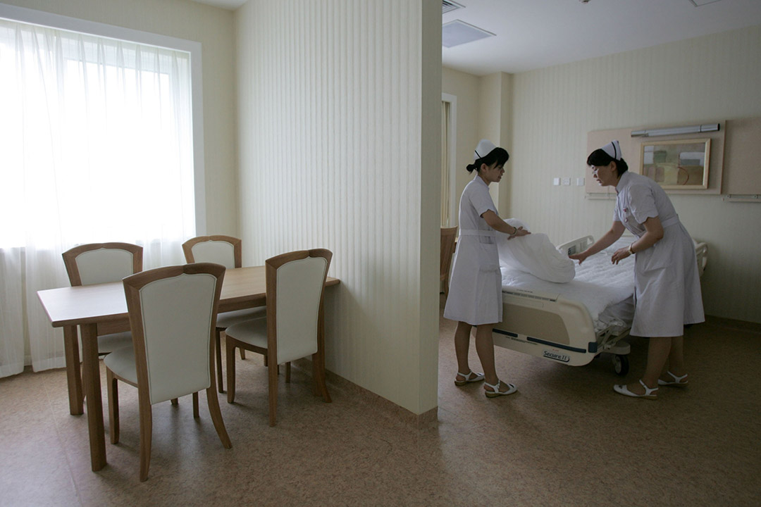 2008年,中國北京,北京舉行奧運期間,護士在一所奧運指定醫院工作。攝:China Photos/GETTY