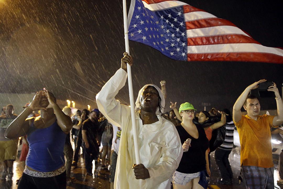 美國密蘇里州佛格森市(Ferguson)舉行遊行集會悼念黑人少年Michael Brow遭槍殺1周年攝:Jeff Roberson/AP