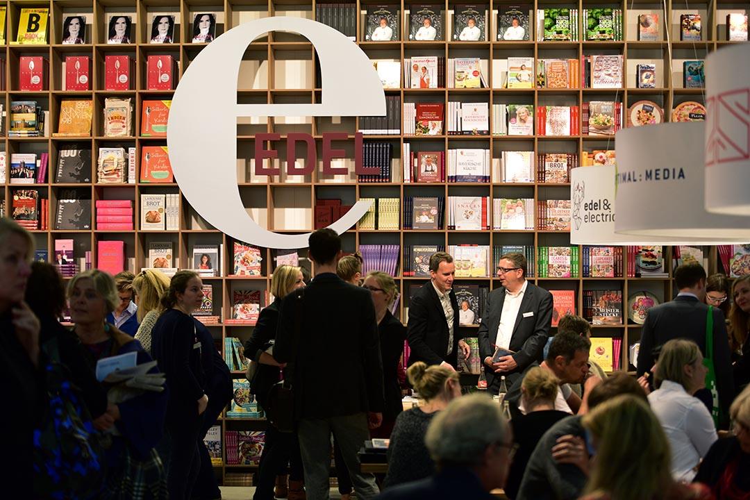 德國法蘭克福書展於10月14到18日舉行,作為全球出版業界的年度盛會,吸引大批「愛書之人」參觀。攝:Thomas Lohnes/GETTY