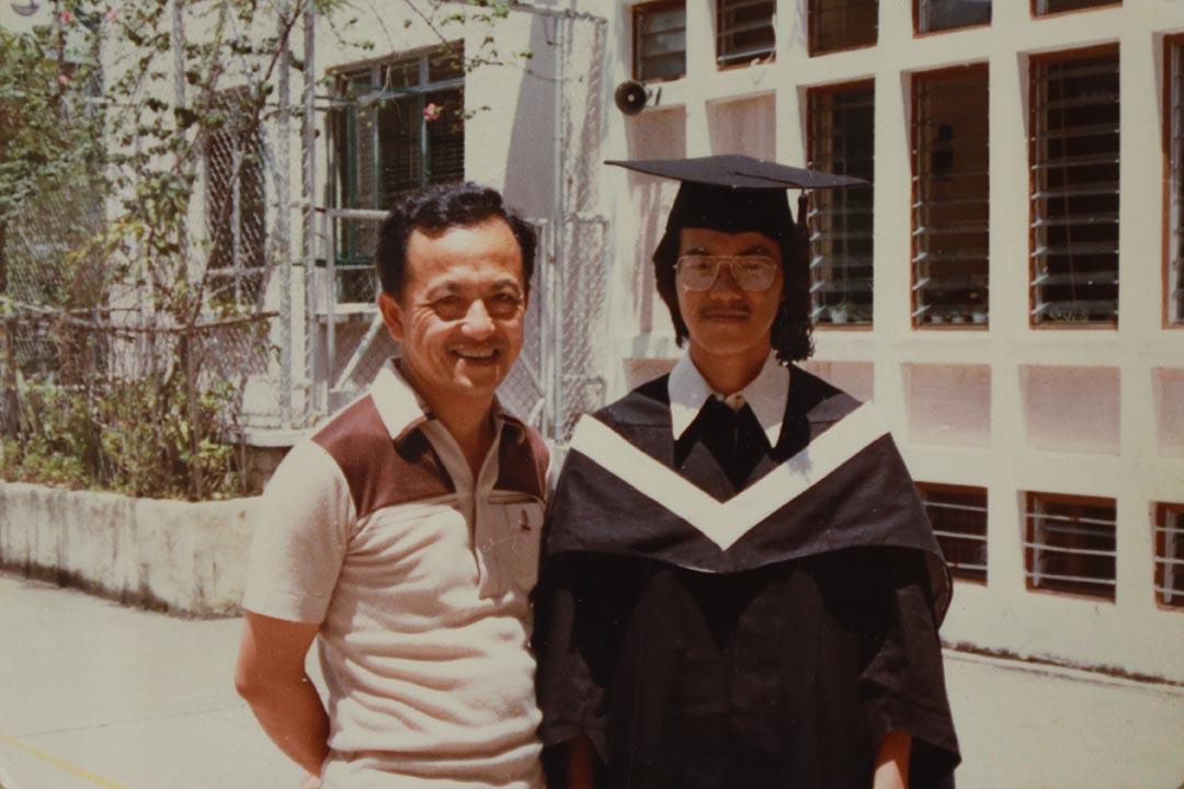 張爸爸是校長,但對兒子的學業反而看得開,到外國升學或者修讀甚麼科目,也隨兒子拿主意。張超雄記憶中,沒怎麼受過責罵,即使他就讀聖保羅男校時非常爛玩。張超雄提供相片