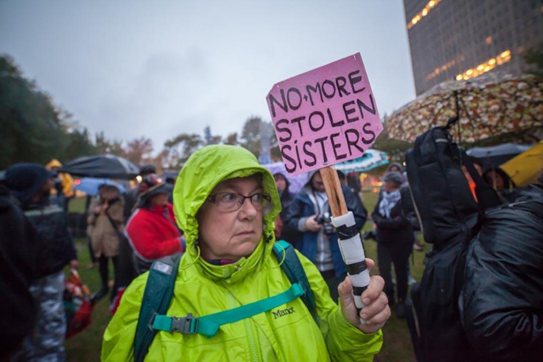 示威者遊行紀念失踪和被謀殺的女性原住民。攝 : AFP