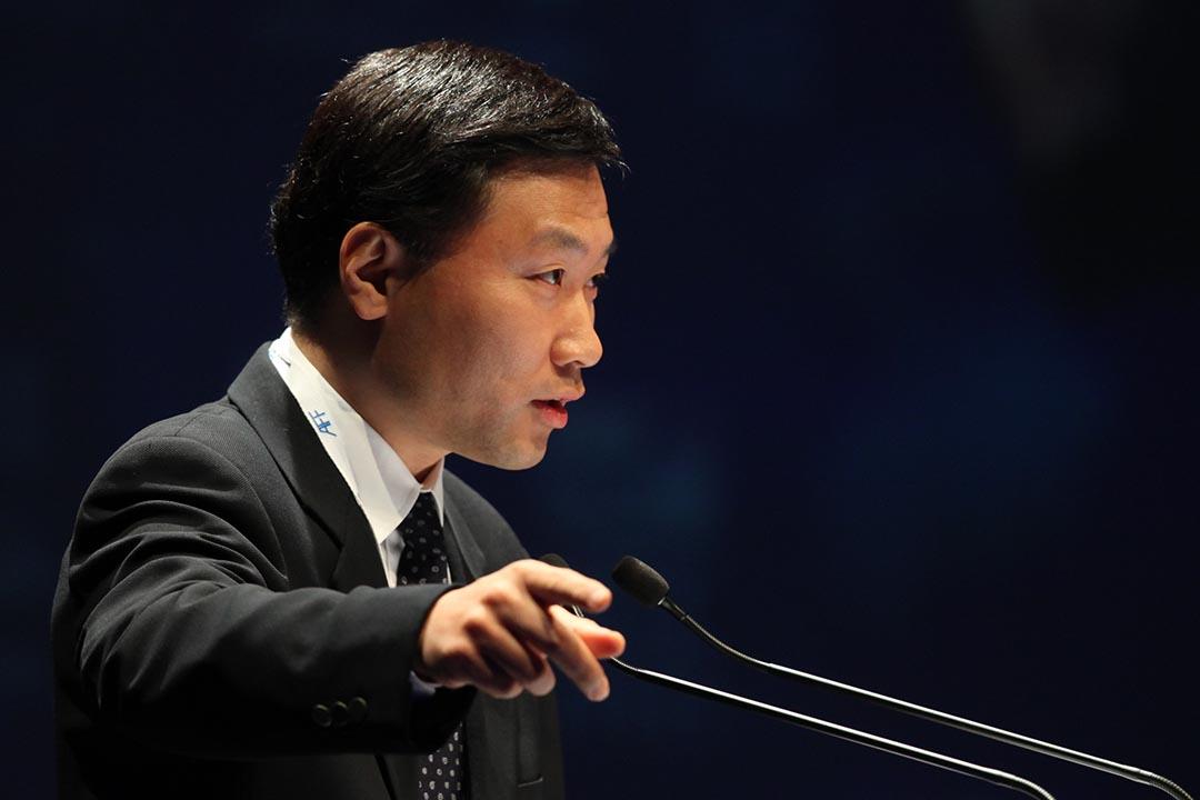 2012年1月,香港,中國證監會副主席姚剛在亞洲經濟論壇上演講。攝:Tung Ng/Eyepress News via AFP