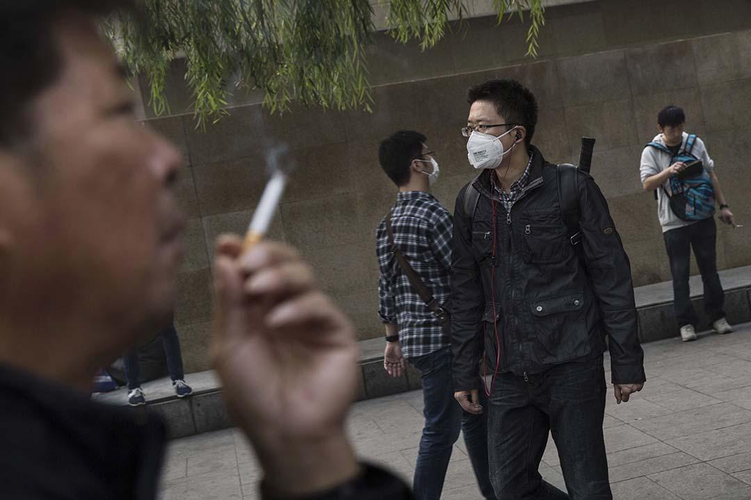 美國有研究發現,在糟糕的老闆手下工作,如同每天吸入二手香煙一樣損害身體健康。攝:Kevin Frayer/Getty