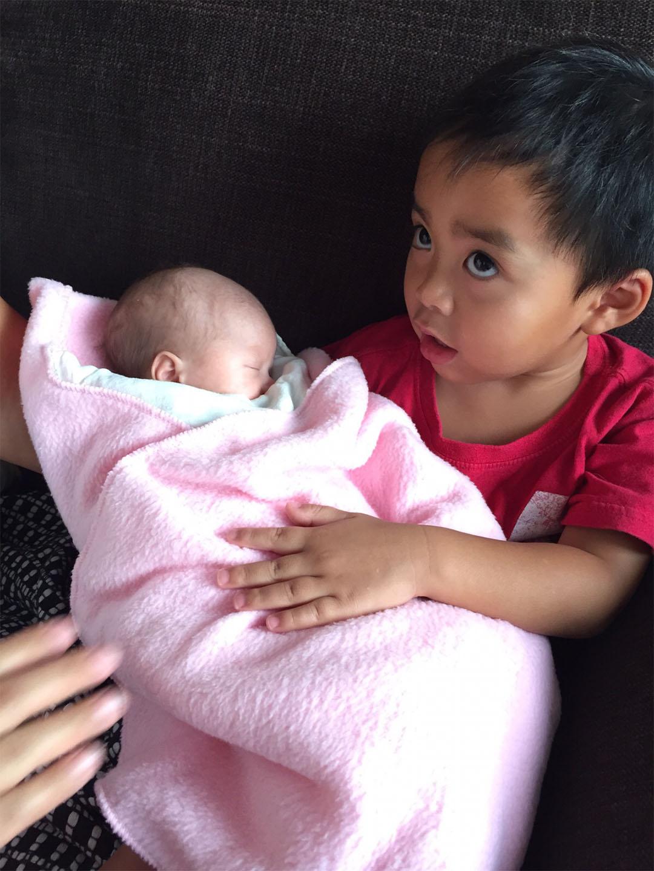 嬰孩用哭聲提出訴求,等待至親的大人回應。相片由Esther Chu提供