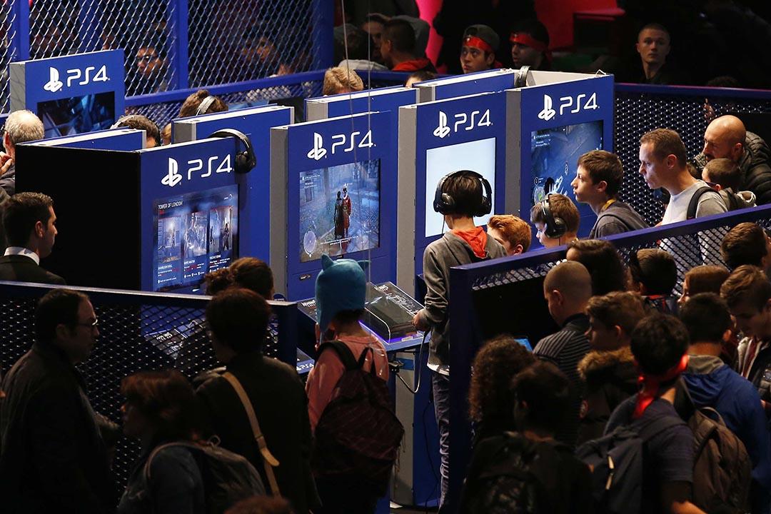 在巴黎恐襲事件中,有跡象表明索尼(Sony)公司推出的 PlayStation 4(PS4)遊戲機可能是恐怖分子們進行聯絡的「作案工具」之一。攝:Benoit Tessier/REUTERS