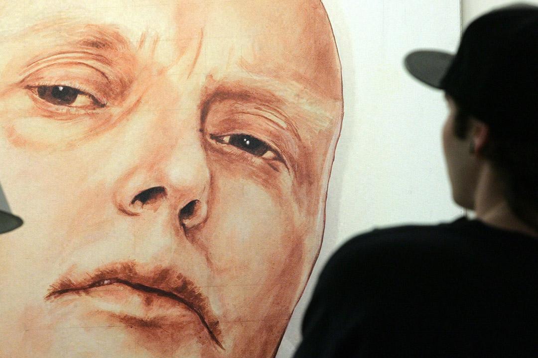 2007年5月22日,莫斯科,一間畫廊展出利特維年科的畫像。攝:Sergei Karpukhin/REUTERS