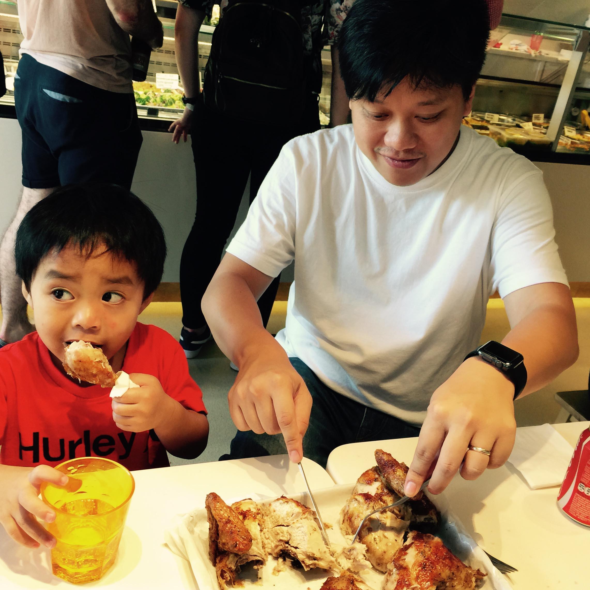 孩子是父母的一面鏡子,看孩子的言行,大概也可猜到父母的言行。照片由Esther Chu提供