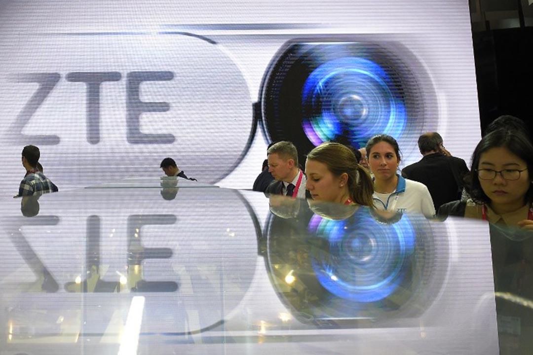 美國商務部擬限制中興通訊購買美國科技產品。圖為中興通訊參在世界移動通信大會的展台。攝 :  LLUIS GENE/AFP