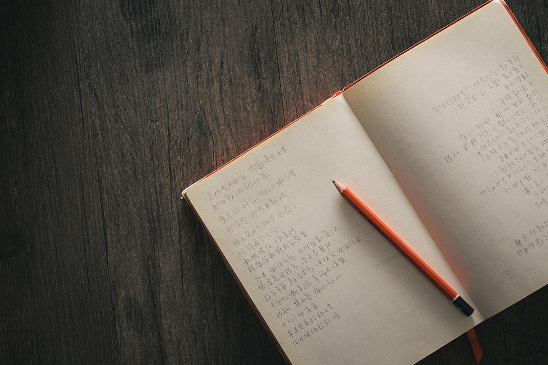 Tim 所有詞作均用手寫,不喜歡在電腦中填詞。攝:王嘉豪/端傳媒