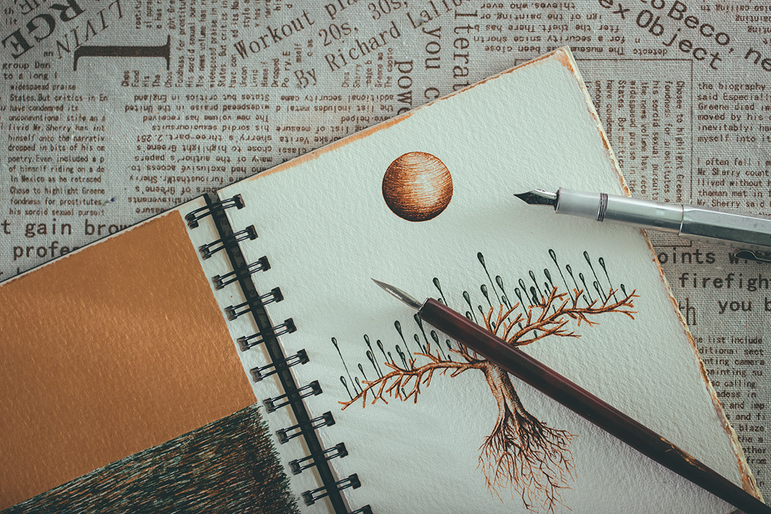 鋼筆的墨水易滲到紙的另一面,所以要選用較厚身的畫紙來做記事簿。攝:王嘉豪/端傳媒