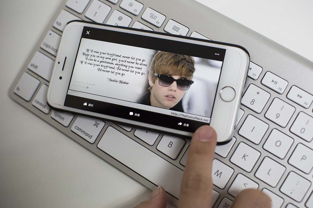 加拿大有研究發現在 Faecbook 分享勵志名言的人確實智商較低。端傳媒攝影部/設計圖片