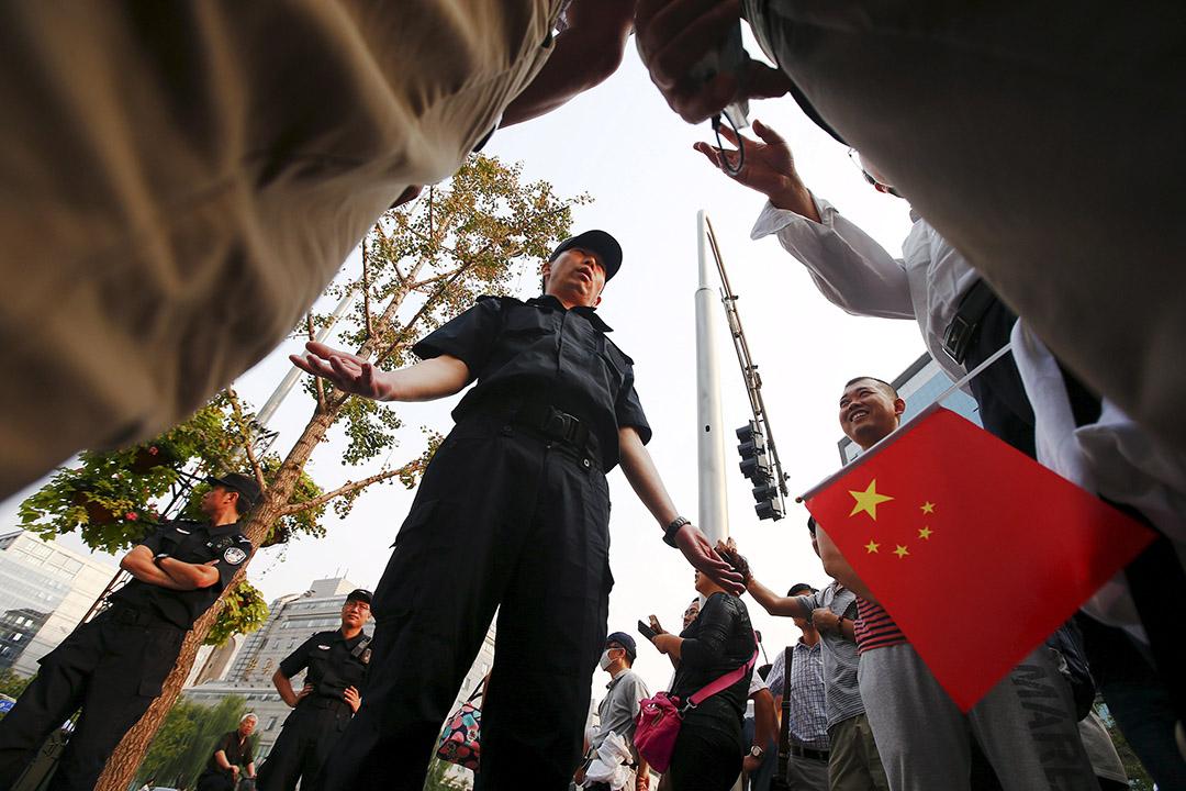 數百名中國投資者在中國證監會門口示威,抗議雲南昆明泛亞有色金屬交易所涉嫌詐騙。攝 : Damir Sagolj/REUTERS