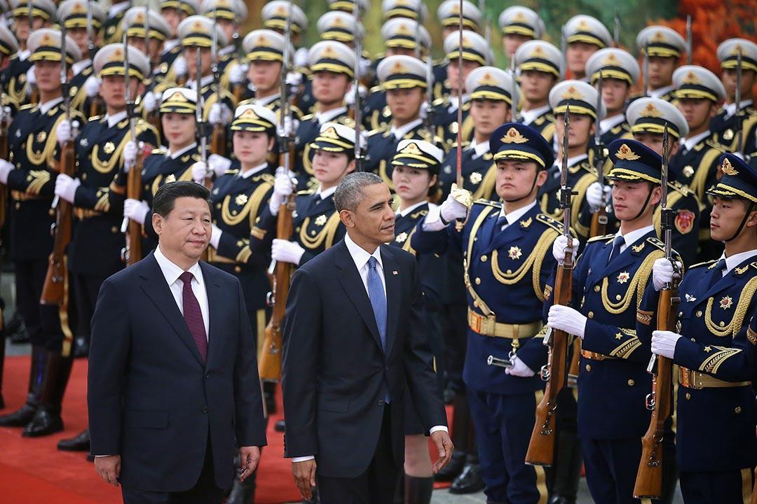 2014年11月12日,北京,中國主席習近平陪同到訪的美國總統奧巴馬在人民大會堂閱兵。攝:Feng Li/GETTY