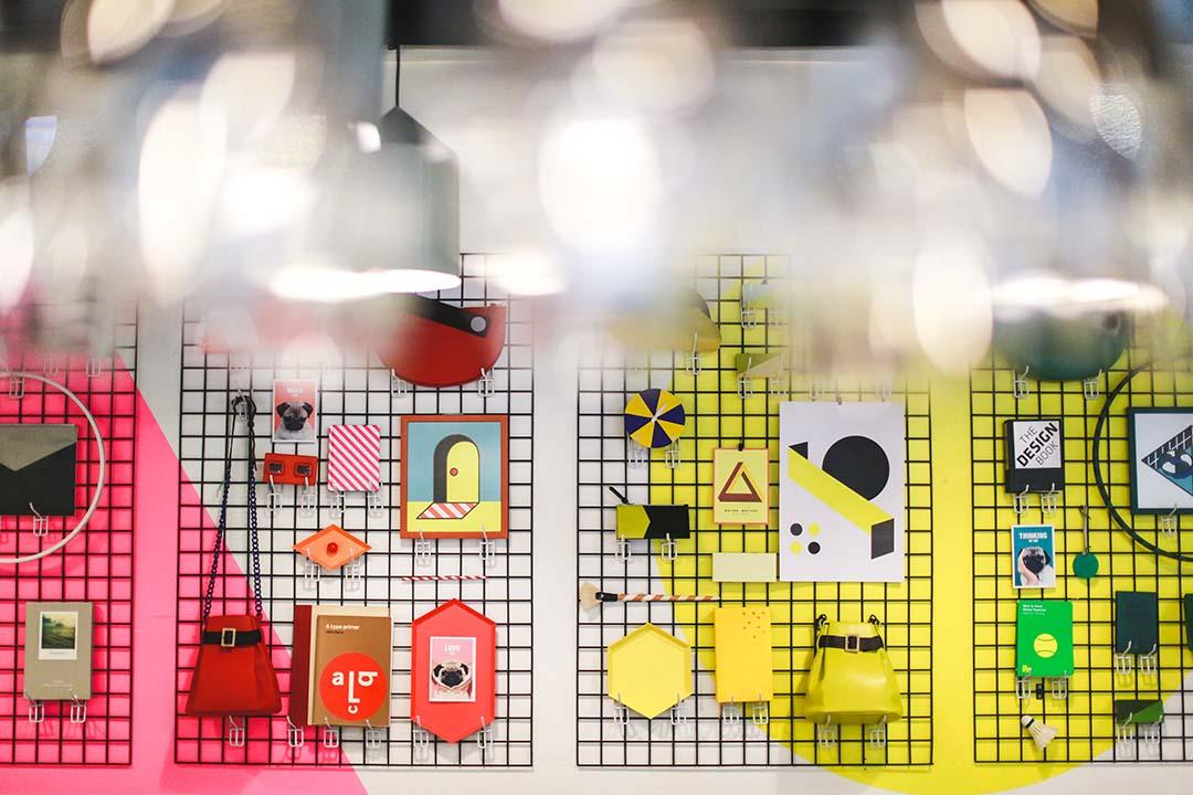 牆上的小物全部精心挑選,當然包括 Matter Matters 的產品。攝:王嘉豪/端傳媒