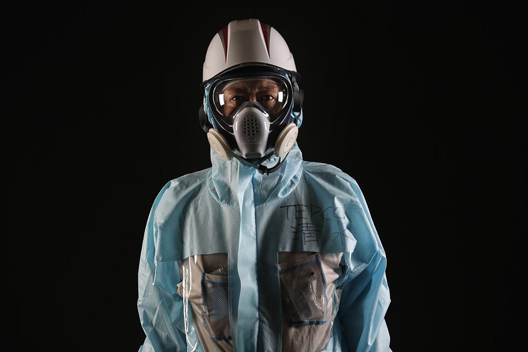 東電的 Kenji Shimizu 是檢驗核廢料機械人工程項目的現場監督,他認為讓別人理解的難度不下於保持工作環境安全。攝:Christopher Furlong/GETTY