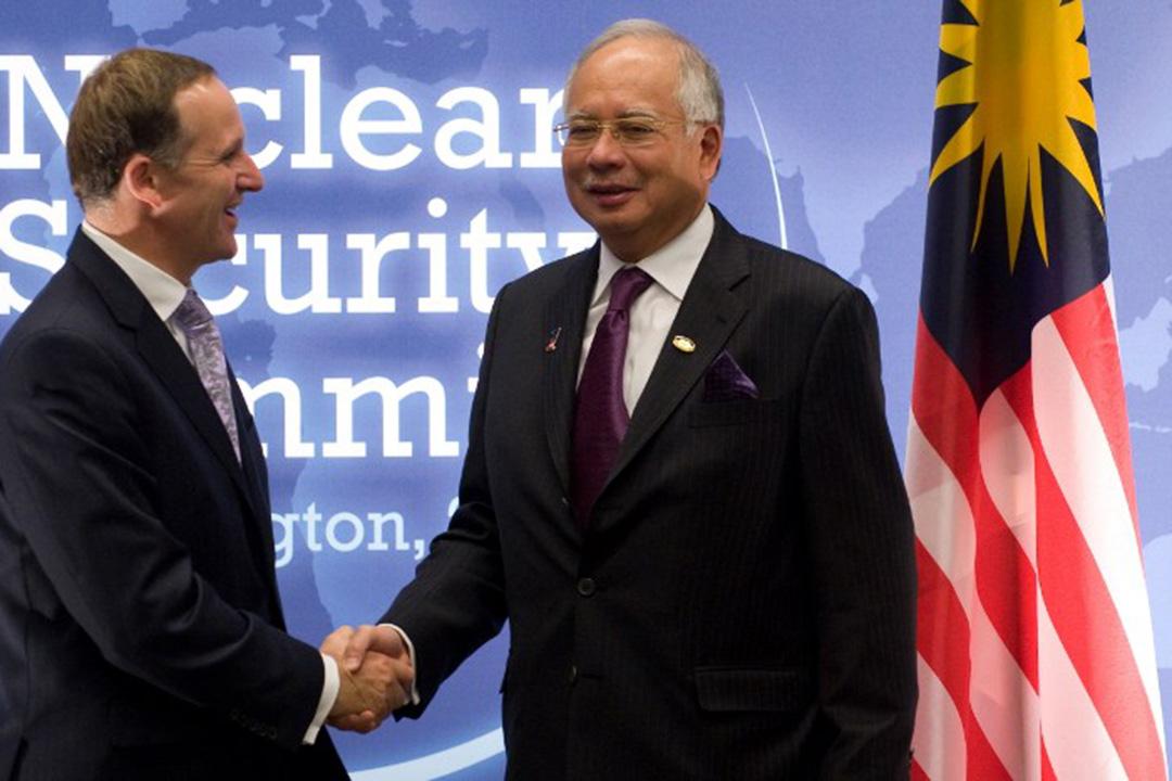 圖為馬來西亞首相納吉(Najib Razak)與紐西蘭總理約翰·基伊(John Phillip Key)會面。攝:SAUL LOEB/AFP