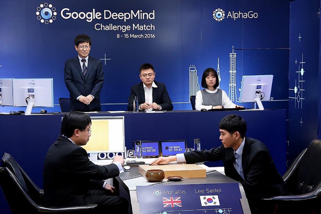 南韓圍棋九段棋手李世石與 AIphaGo 對弈中。攝 : AFP/Google DeepMind/GOOGLE