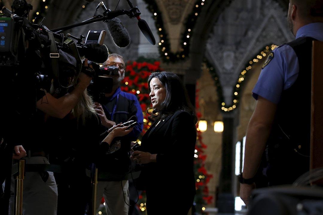 加拿大司法部長王州迪(Jody Wilson- Raybould)接受傳媒訪問。攝 : Chris Wattie/REUTERS
