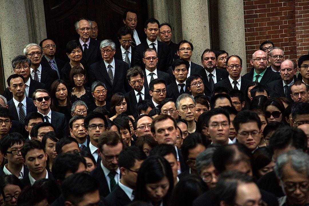 2014年6月27日 , 香港法律界舉行黑衣靜默遊行,抗議國務院「白皮書」干擾司法獨立。攝:Lam Yik Fei/Getty