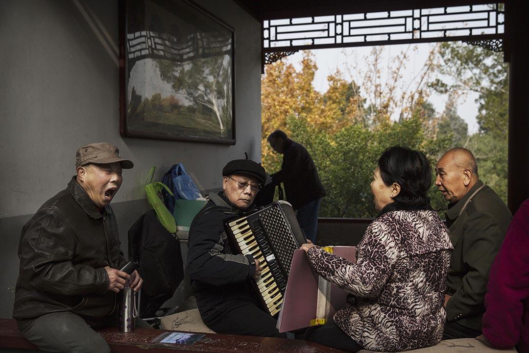 中國社保基金2014年決算11月16日公布,支出增幅高於收入增幅,顯示存在支出壓力。攝:Kevin Frayer/Getty