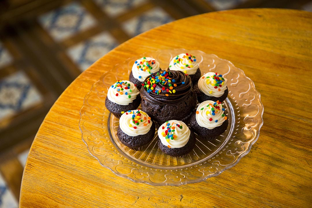 杯子蛋糕 $26 (大) $16 (小), 一般有兩種味道,以特濃朱古力味最受歡迎。但一定要預定。 攝:羅國輝/端傳媒