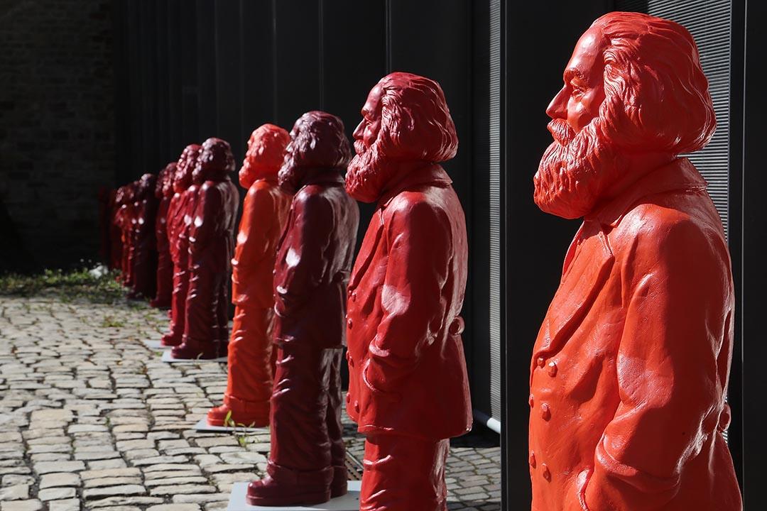 2013年5月,藝術家造了500多個馬克斯的雕塑並在德國藝術展展出。攝:Hannelore Foerster/GETTY