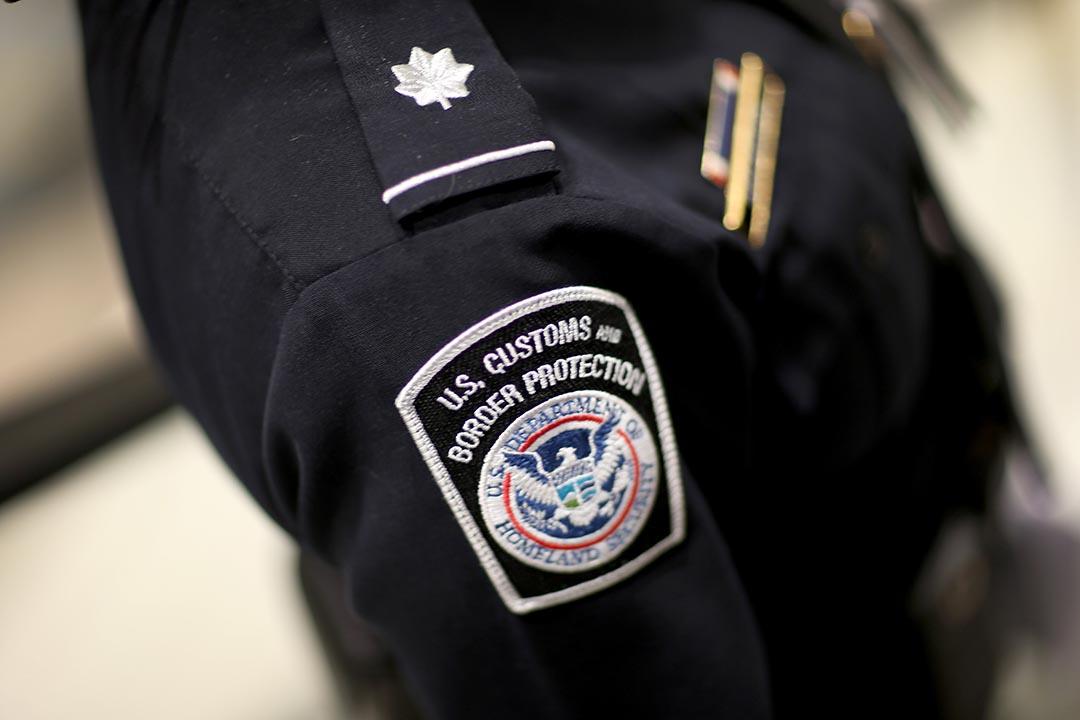BBC 中文網報導,美國「海關及邊境保護局」曾向巴拿馬等國通報竹聯幫入境資料。台灣與多國合作,共同打擊在拉美的竹聯幫勢力。攝 : Joe Raedle/GETTY