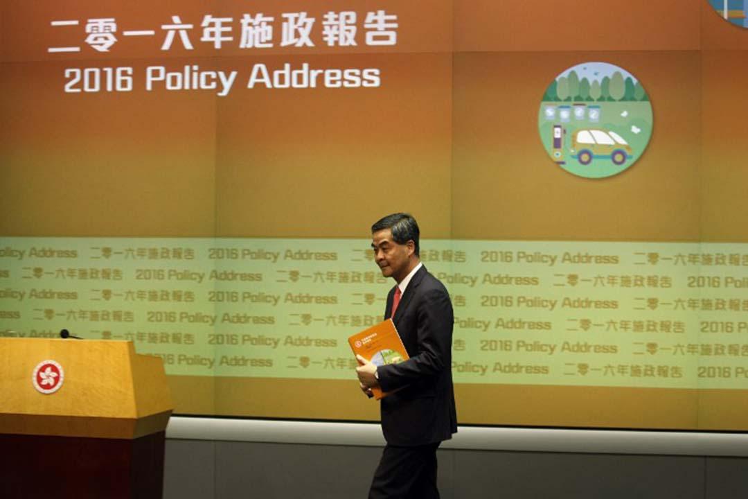 行政長官梁振英出席2016年施政報告記者會。攝: ISAAC LAWRENCE / AFP