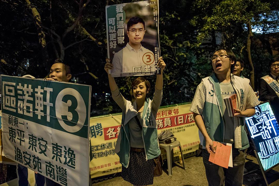 民主黨參選人區諾軒獲「社福界民主女神」碧華依支持。攝:Anthony Kwan/端傳媒