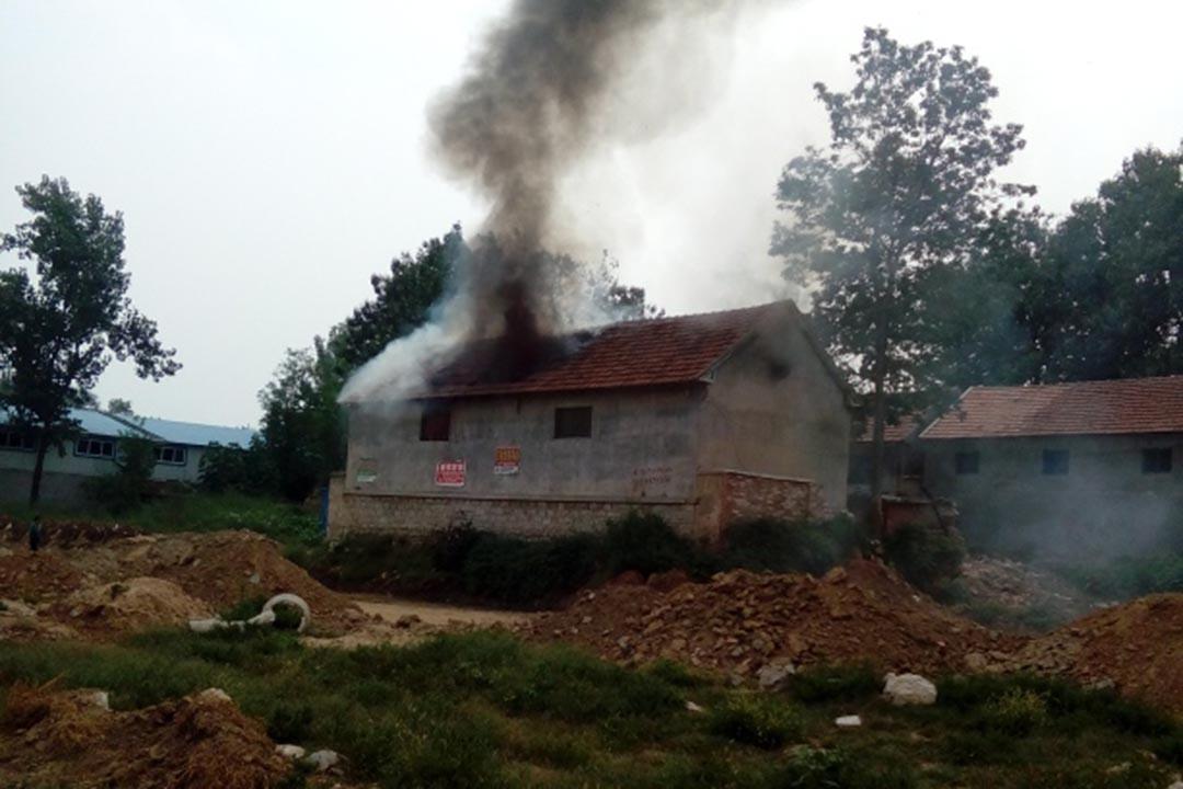 9月14日,網爆山東臨沂市平邑縣發生一起強拆致人被燒死事件。死者侄子新浪博客圖片