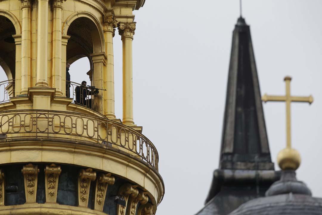 2015年11月19日,悼念巴黎恐襲活動,法國警方派出神槍手戒備。攝:Philippe Wojazer /REUTERS