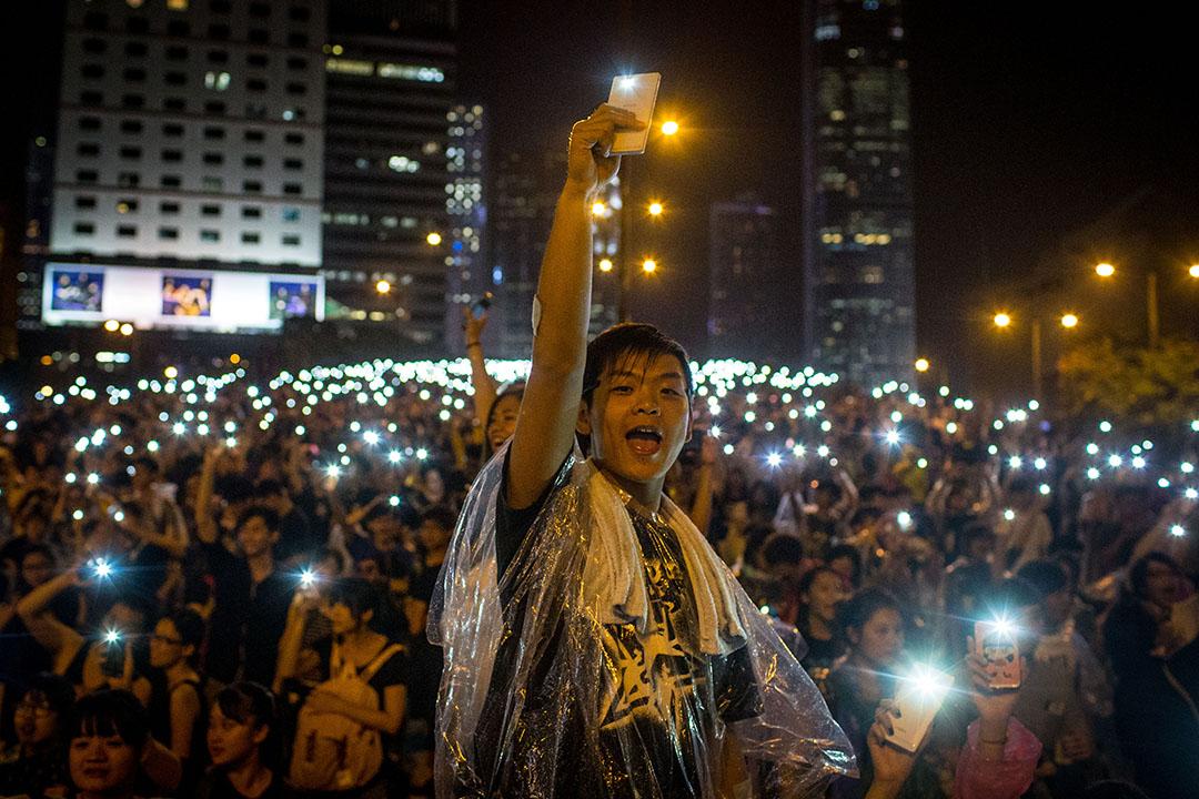 集會人士在雨傘運動中大合唱。攝: Chris McGrath/GETTY