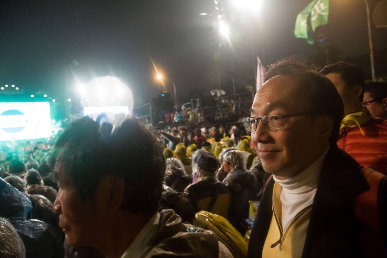 2016年1月15日,台北,公民黨梁家傑在凱達格蘭大道參與蔡英文的造勢晚會。攝:Billy H.C. Kwok/端傳媒