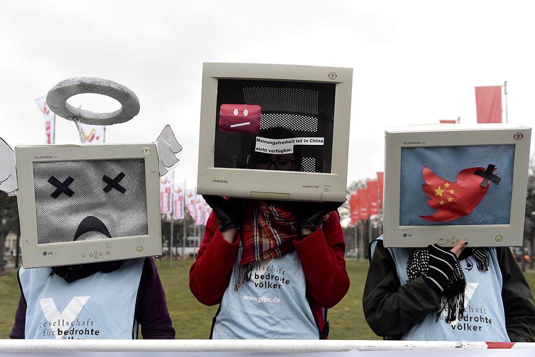 示威者在德國漢諾威(Hanover)的 CeBIT 技術博覽會開幕前,參加一個反對中國侵犯網絡人權的集會。攝 : Fabian Bimmer/REUTERS