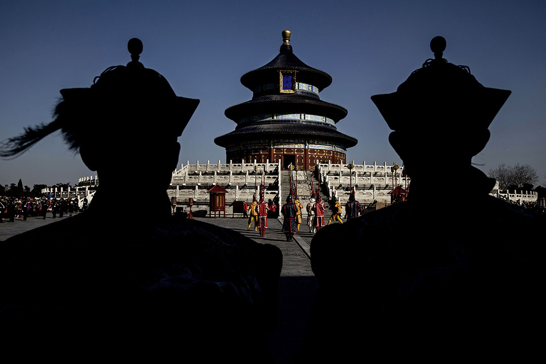 2015年2月23日,北京,演員在天壇模仿清朝時期春節的儀式。攝:Kevin Frayer/GETTY