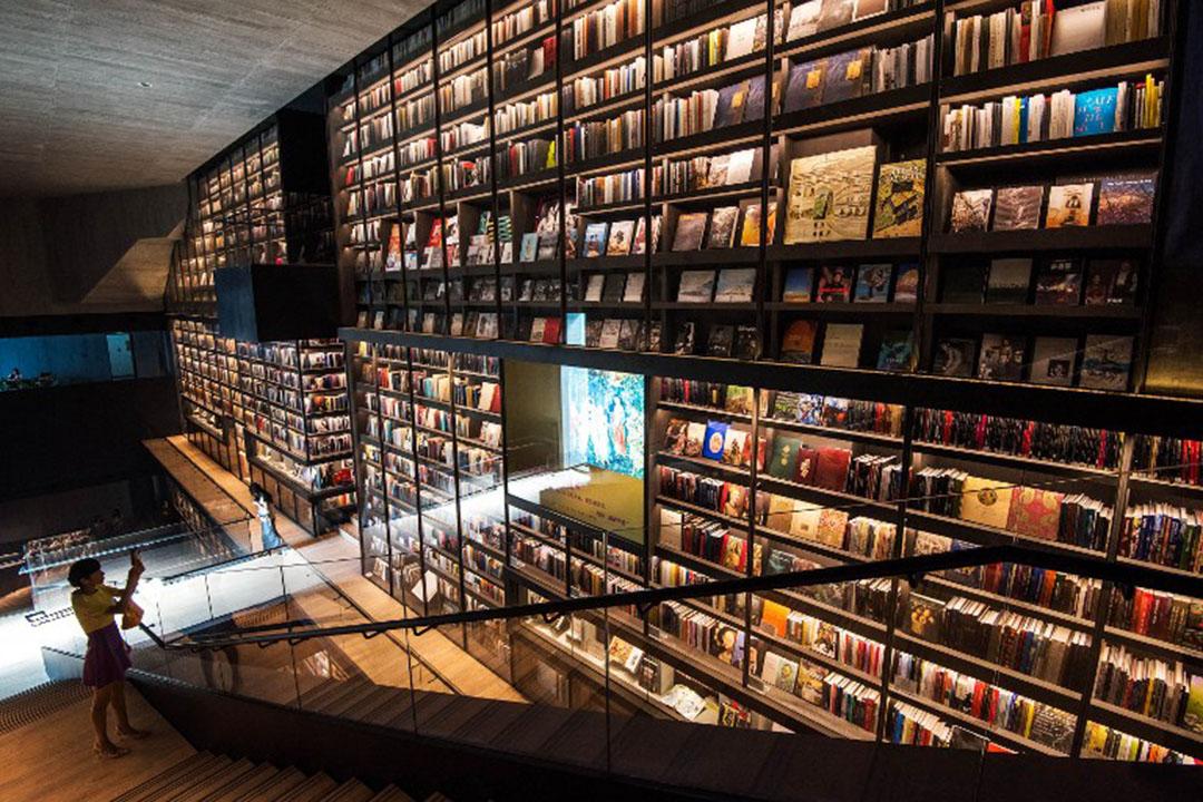 圖為深圳雅昌藝術中心的圖書室。攝:AFP Photo