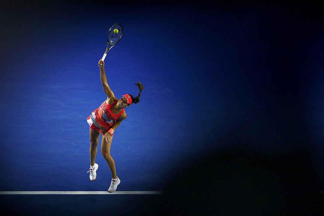 2016年1月21日,塞爾維亞女球手伊雲奴域於澳洲網球公開賽與拉脫維亞選手塞娃斯圖娃對壘。攝:Jason O'Brien/REUTERS