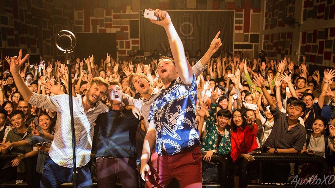波蘭的樂隊 Jazzpospolita 在今年的 OCT-LOFT 國際爵士節上,與樂迷同歡。攝:陳木木