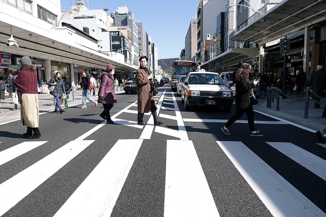 京都市政府在2001年宣佈了「步行城市·京都」的發展方向,四条通的修路工程也是為了配合這計劃。攝:林琪香