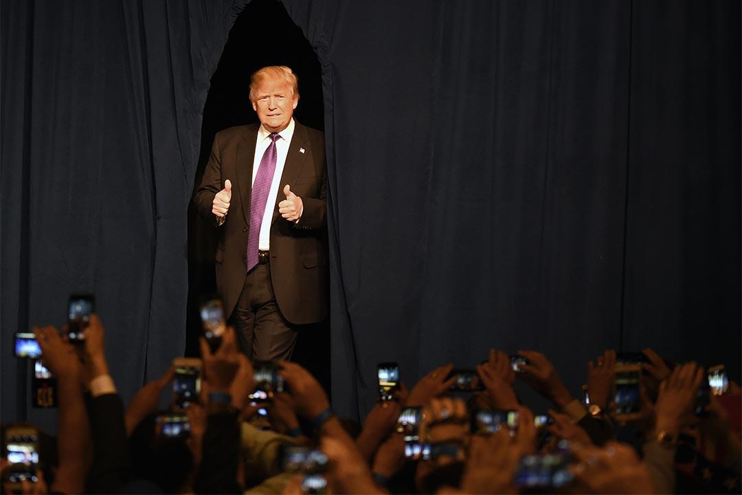 2016年2月23日,美國共和黨總統候選人特朗普在內華達州拉斯維加斯出席一個晚會。攝:Ethan Miller/Getty