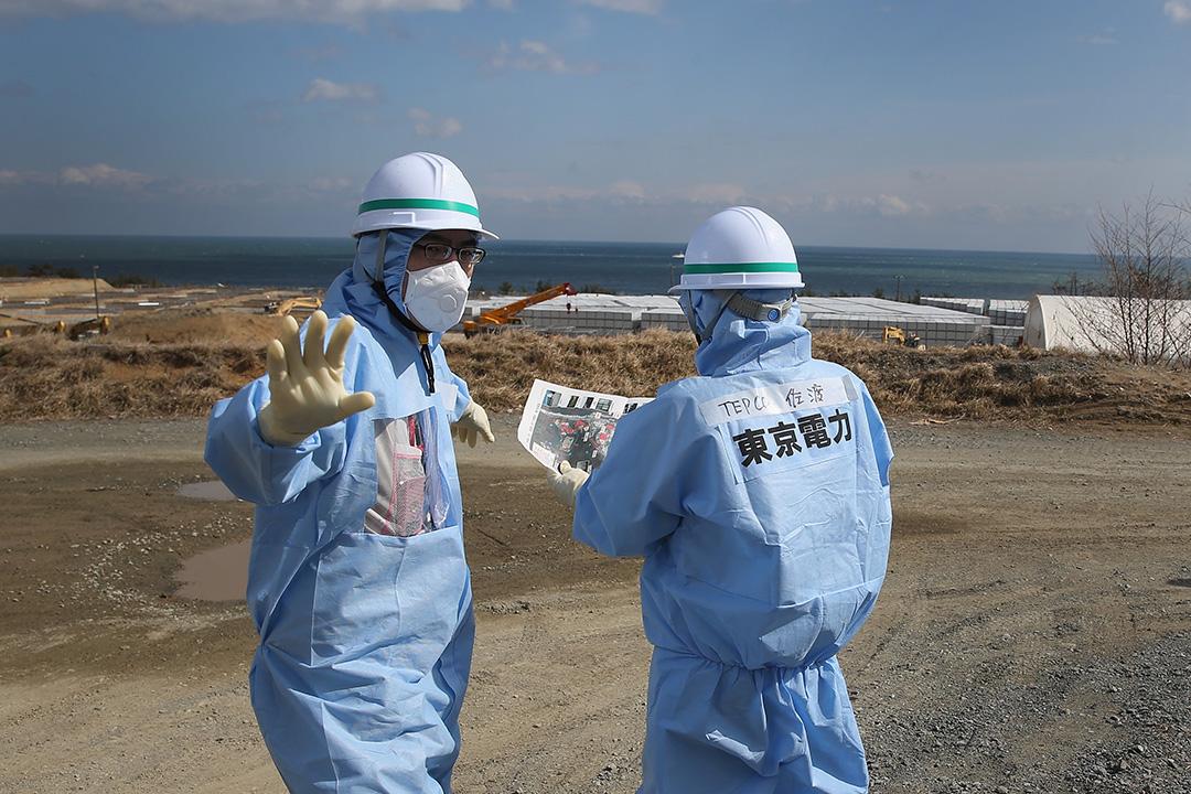 東電的工作人員 5 年內不斷在發電站一帶進行淨化工作。攝:Christopher Furlong/GETTY