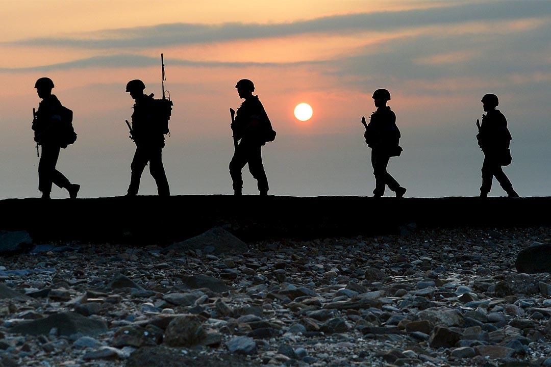 韓國海軍陸戰隊在延坪島海岸南部的北方限界線(NLL)上巡邏。 攝:Min Gyeong-seok/REUTERS