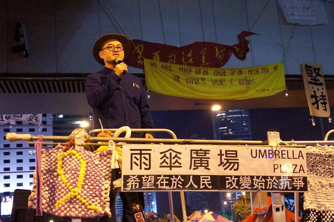 邵家臻於雨傘運動期間在佔領區演講。照片由作者提供