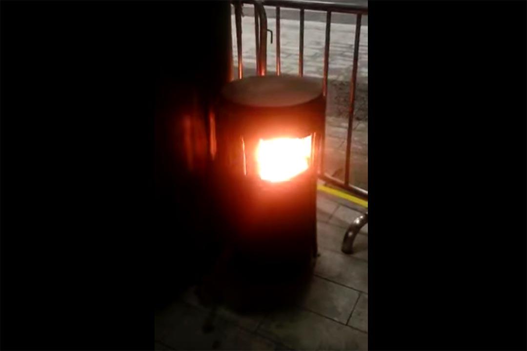 12月9日晚8點半左右,香港立法會示威區內一個垃圾桶發生爆炸。TMHK Youtube 截圖