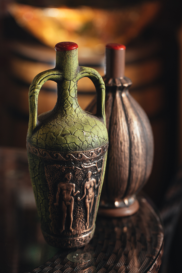 格魯吉亞還出產不少特色陶瓶酒,口味較特別。攝 : 王嘉豪/端傳媒