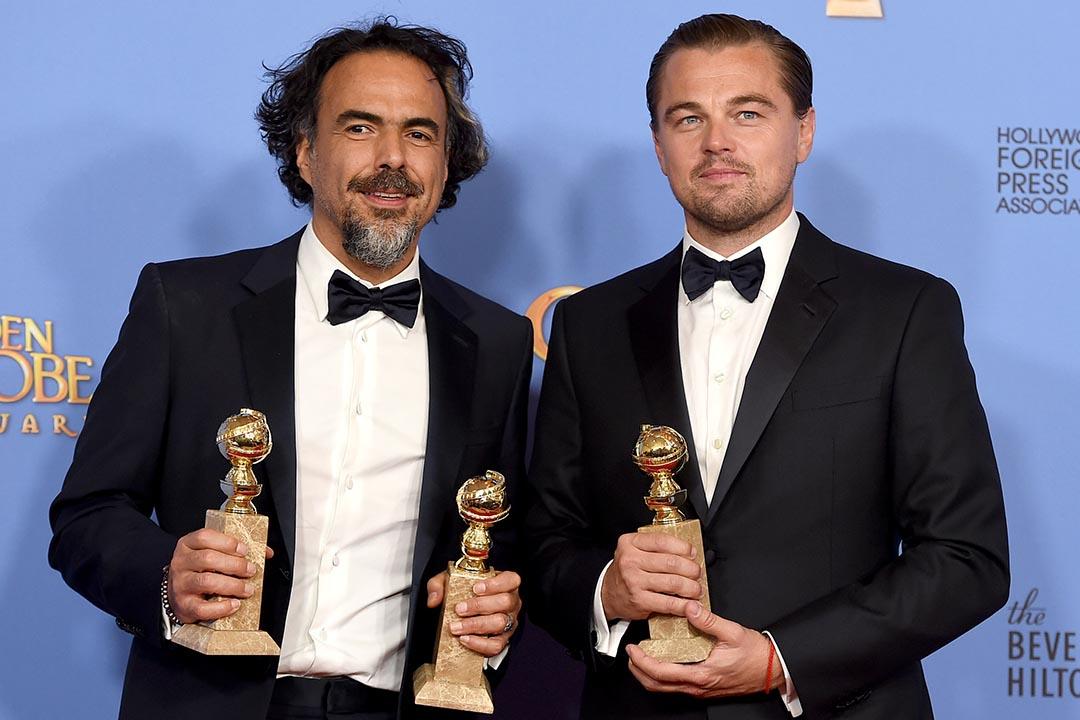 第73屆金球獎(73th Golden Globe Awards)上,由里安納度·狄卡比奧(Leonardo DiCaprio)主演、依拿力圖(Alejandro Gonzalez Inarritu)執導的《復仇勇者》(The Revenant)奪得劇情類最佳影片、最佳導演和最佳男主角獎項,成為本屆金球獎最大贏家。攝:Jordan Strauss/Invision/AP