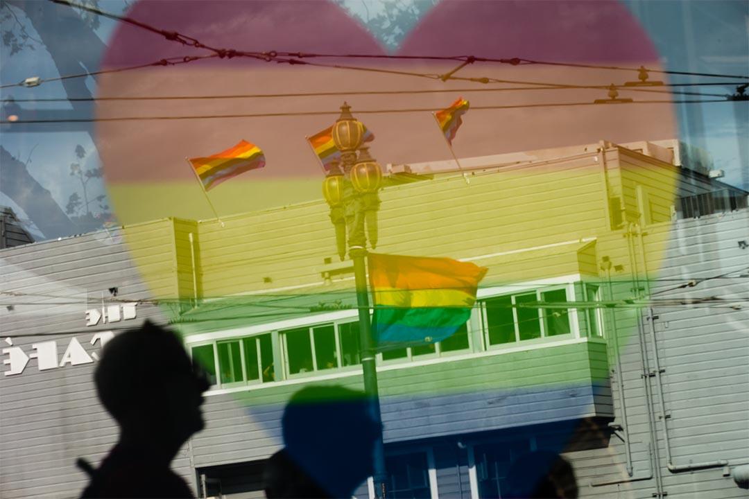 美國最高法院裁定同性夫婦擁有的憲法權利在全國範圍內結婚,圖為加州同性戀慶祝活動的彩虹標誌。攝:Elijah Nouvelage/Getty